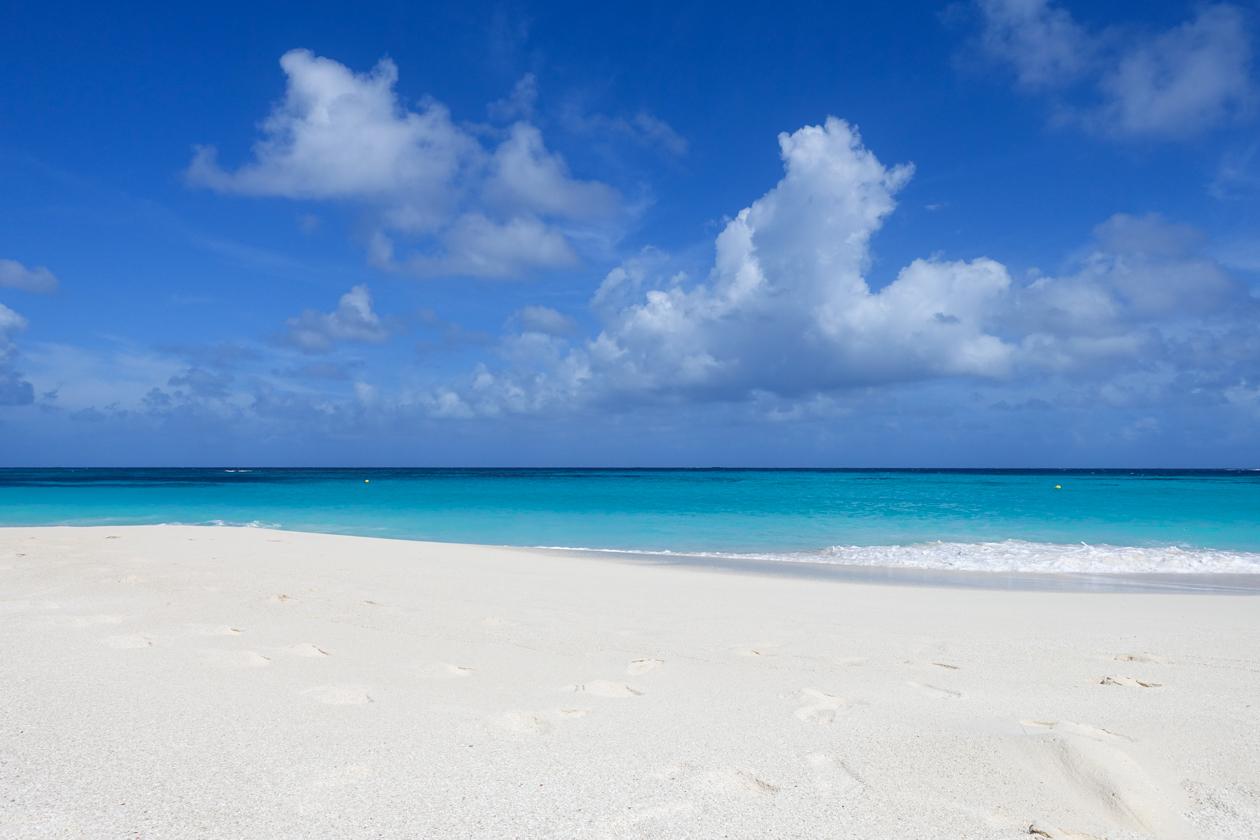 anguilla-0945-shoalbay-weinig-mensen