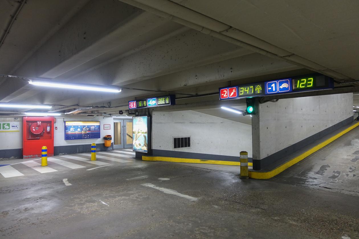 brugge-0930-autogeparkeerd