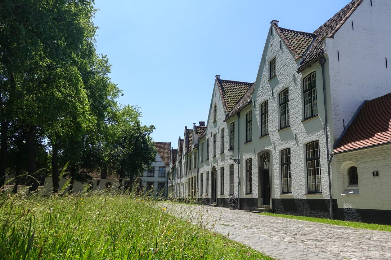 brugge-1320-begijnhof