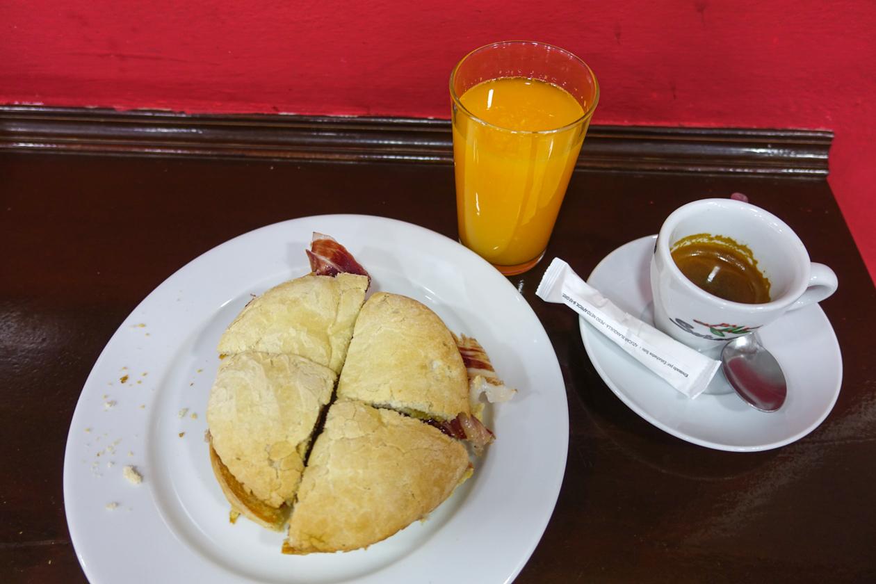 sevilla-0815-ontbijt