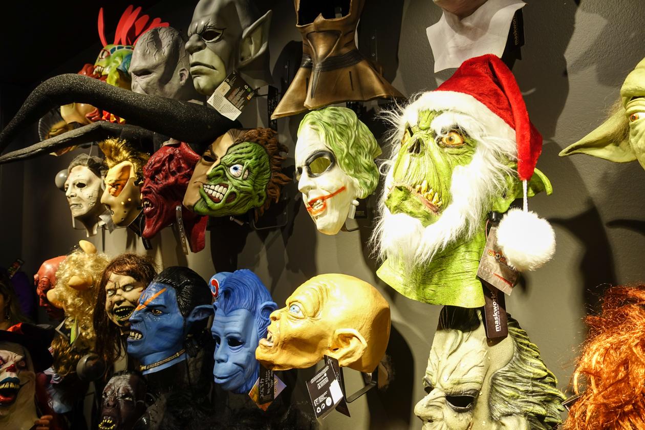 1630-maskworld-maskers