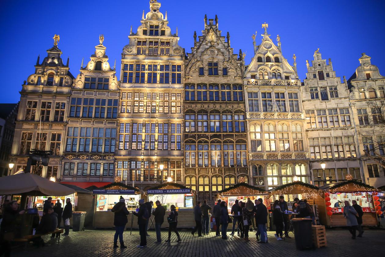 winters-antwerpen-1640-kerstmarkt