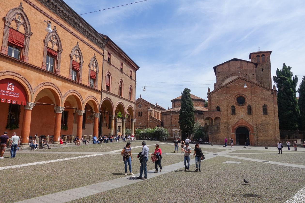 bologna-1320-piazza-santo-stefano