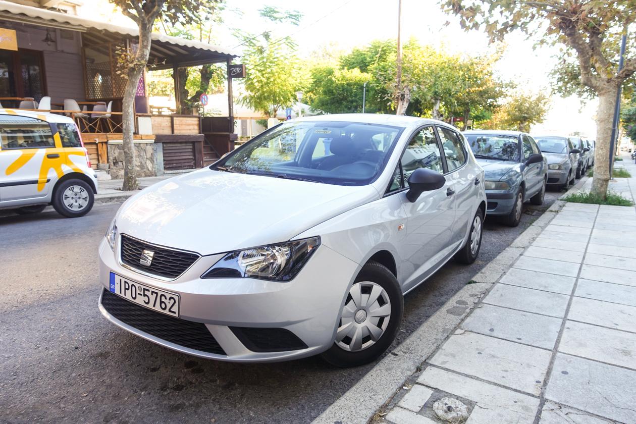 bodrum-0830-auto-geparkeerd