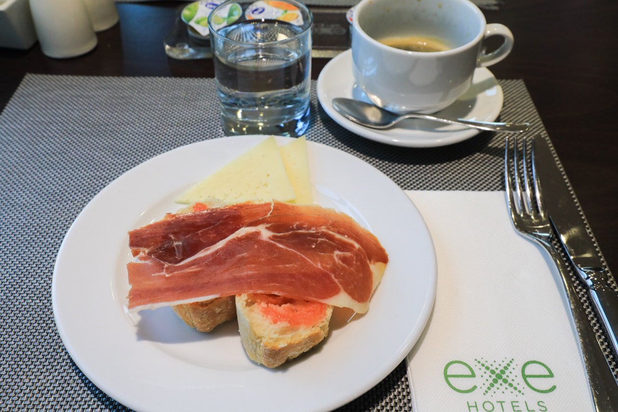 madrid-toeristenbus-0830-ontbijt