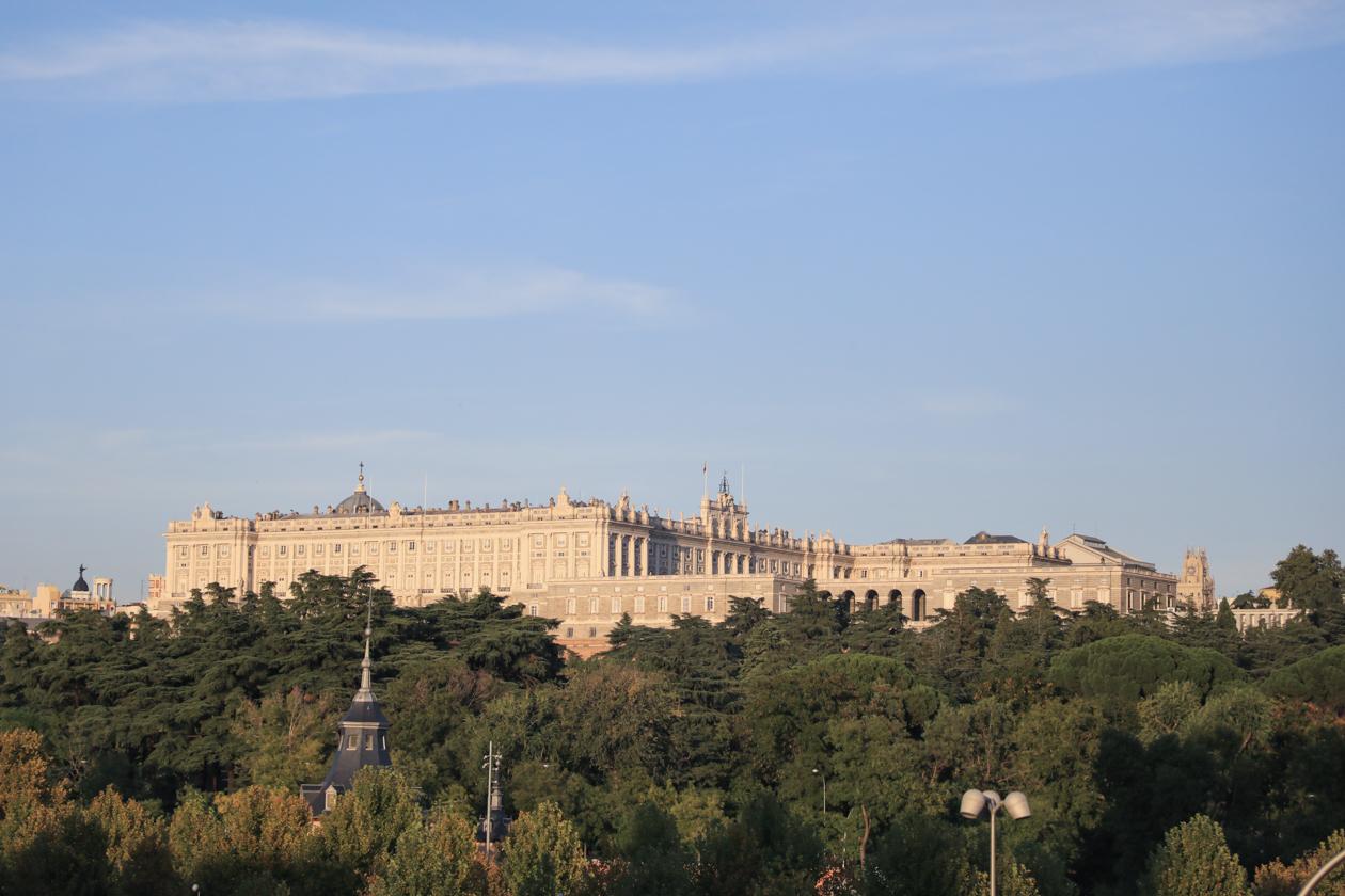 madrid-toeristenbus-1840-uitzicht-op-paleis