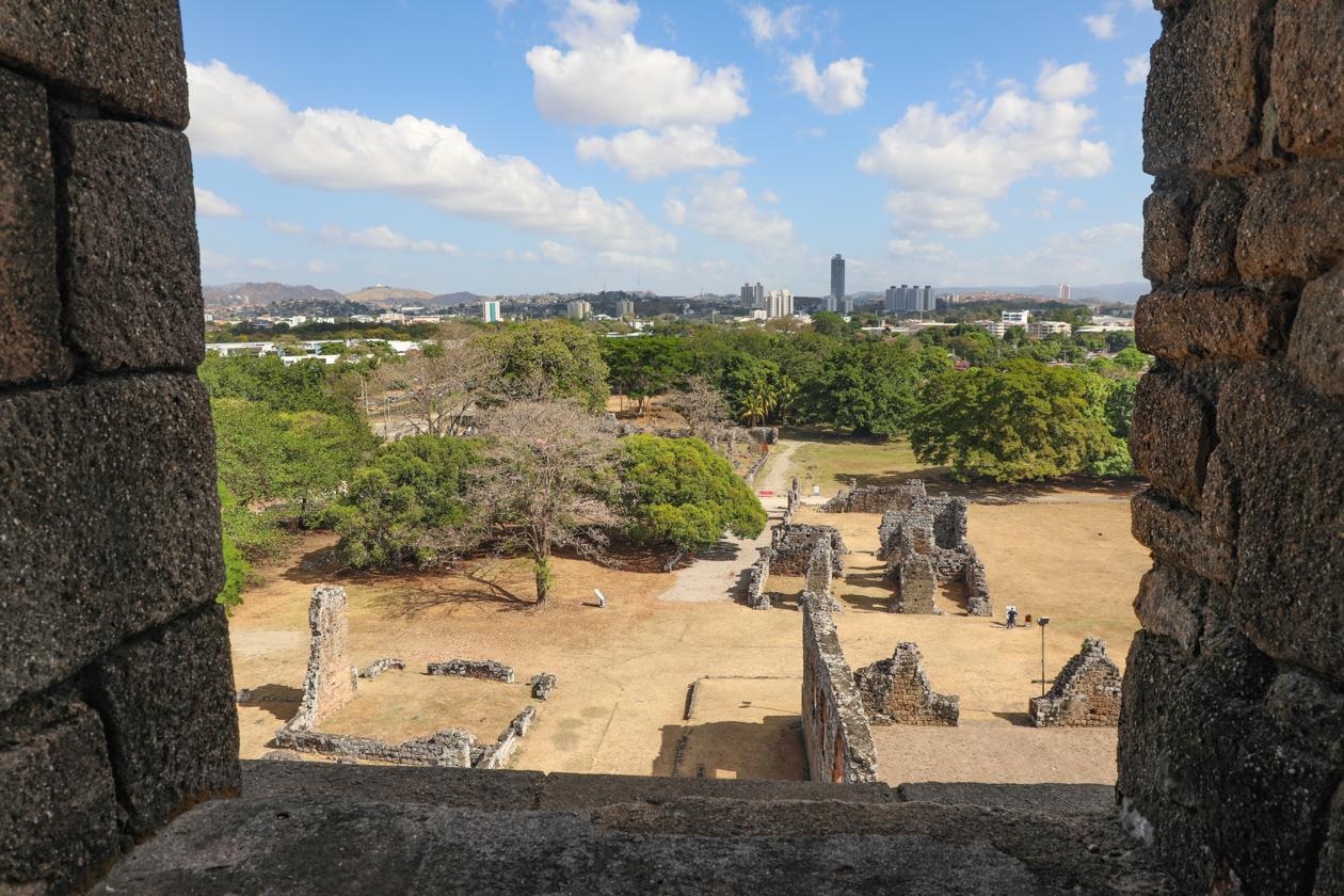 uitzichtpunt over de ruïnes
