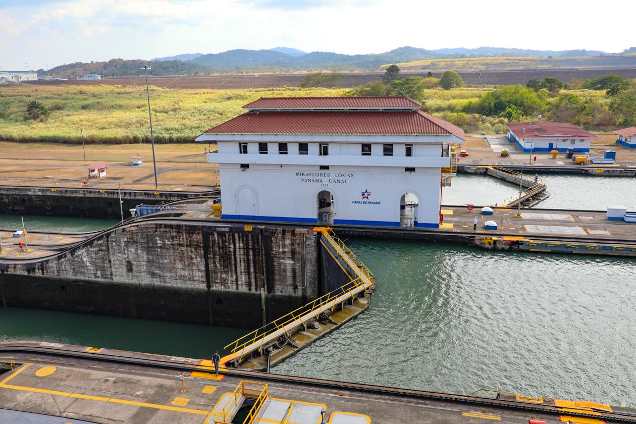 Miraflores Locks gebouw en sluis