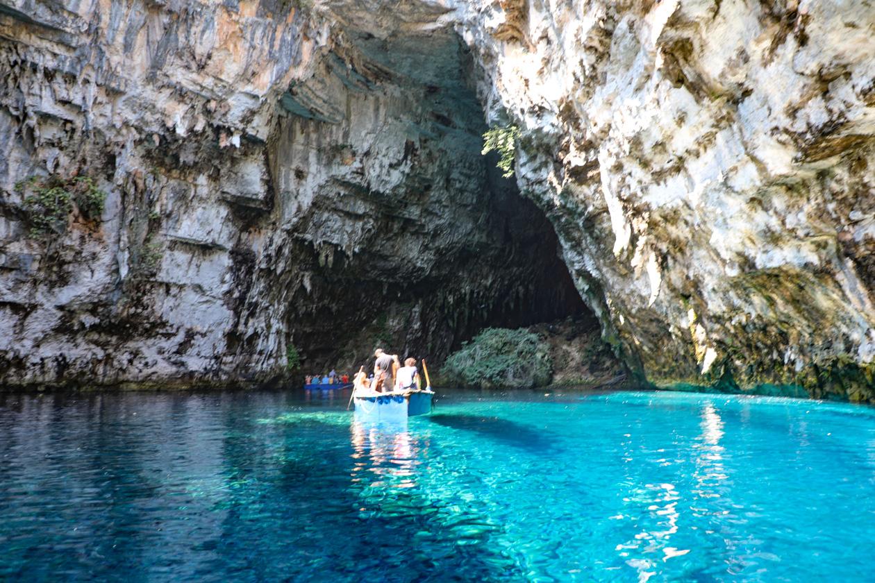bootje in de Melissani grot
