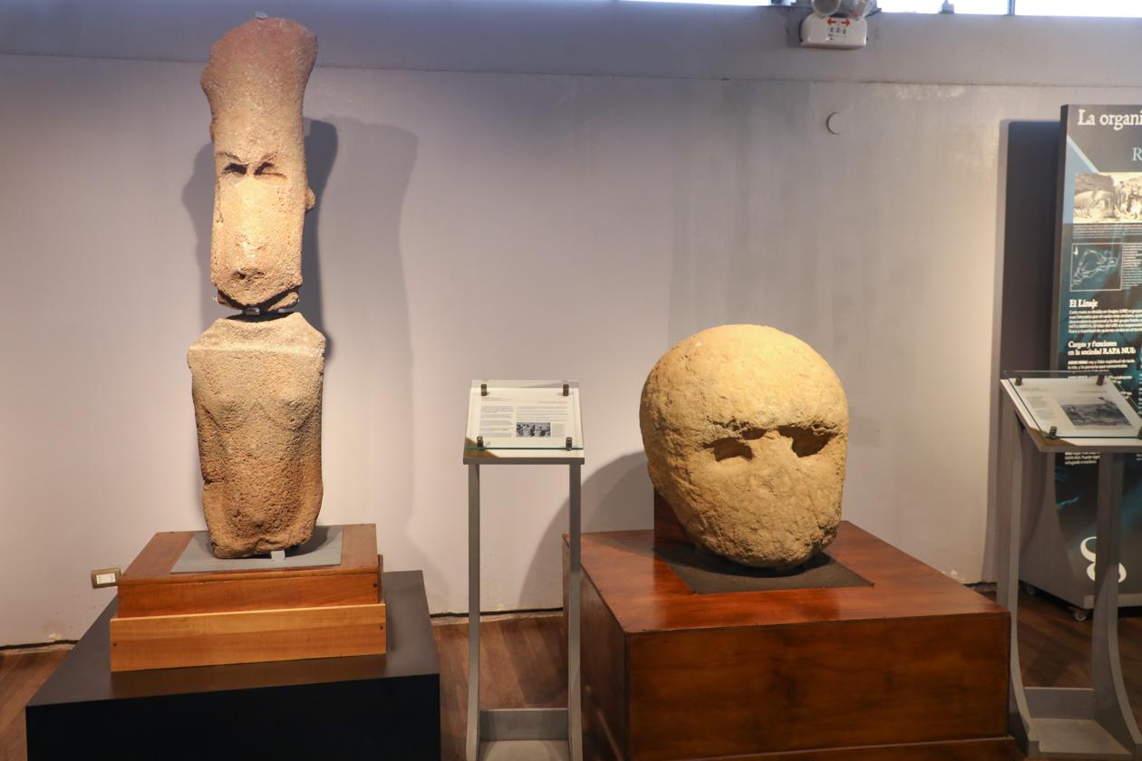 beelden in Museo Rapa Nui